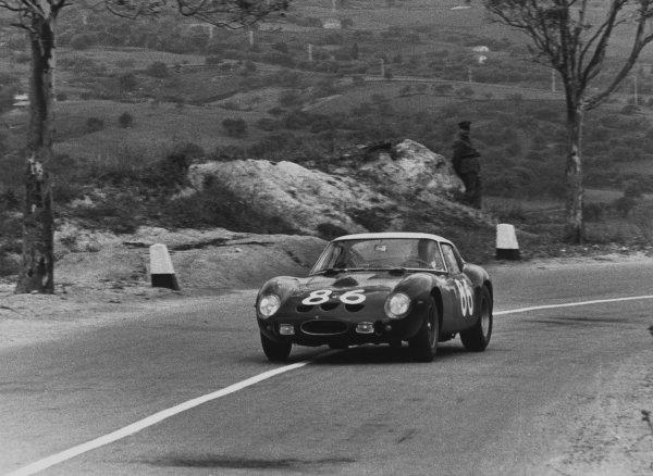 Little Madonie Circuit, Sicily, Italy. 6th May 1962. Rd 5.Giorgio Scarlatti/Pietro Ferraro (Ferrari 250 GTO), 4th position, action. World Copyright: LAT Photographic.Ref:  Autocar Used Pic 11th May 1962 Pg 780.