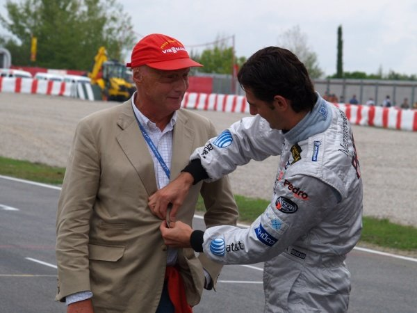 L-R: Niki Lauda (AUT) and Pedro de la Rosa (ESP) McLaren Mercedes.DTM, Rd8, Barcelona, Spain, 22-24 September 2006.DIGITAL IMAGE