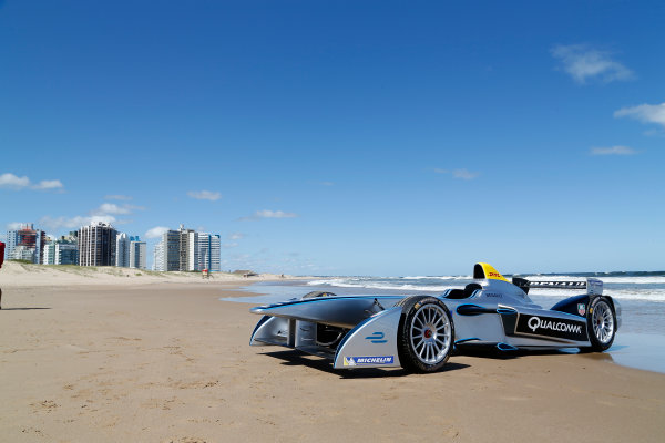 FIA Formula E Test Day. Formula E Car on the beach. Punta Del Este, Uruguay, South America. Formula E Third Race Event, 11th - 14th December 2014. Sunday 14 December 2014.  Photo: Adam Warner/LAT/FE ref: Digital Image _L5R5197