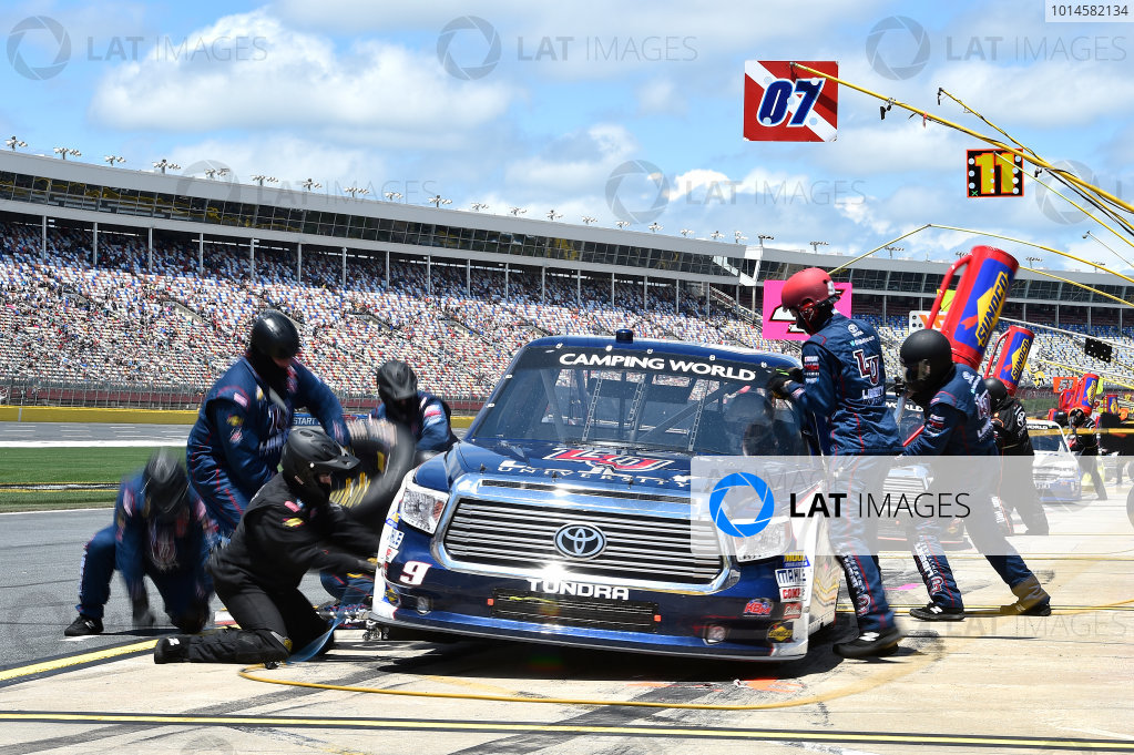 19-20 May, 2016, Concord, North Carolina, USA William Byron (9) makes a pit stop. ?2016, John Harrelson / LAT Photo USA
