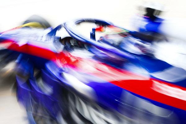 Brendon Hartley, Toro Rosso STR13, leaves the garage