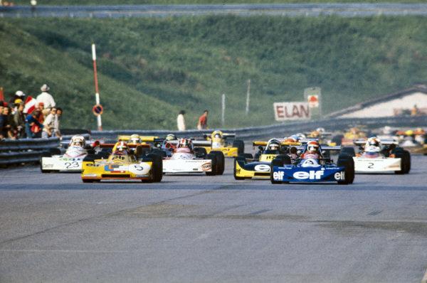 Jean-Pierre Jabouille, Elf 2J BMW/Schnitzer, battles with Michel Leclère, March 752 BMW, off the line at the start.