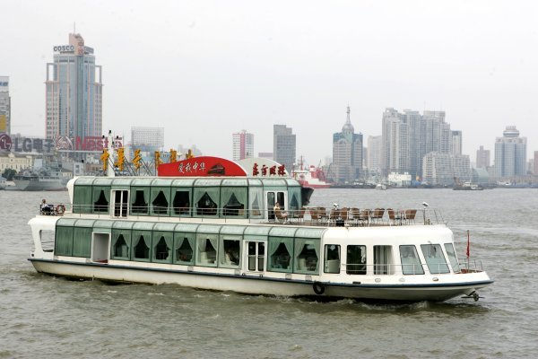 A party boat which take people for a tour over the Huangpu river. DTM Non-Championship Race Shanghai 2004, Pudong Street Circuit, China. 15 July 2004. DIGITAL IMAGE