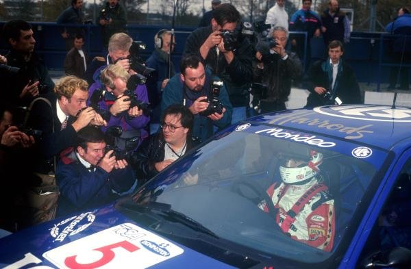 Nigel Mansell (GBR) Ford Mondeo is the centre of media attention
