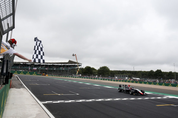 Race Winner Leonardo Pulcini (ITA) Hitech Grand Prix crosses the finish line