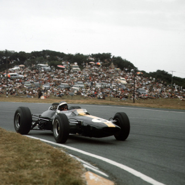 East London, South Africa.30/12/64-1/1/1965.Jim Clark (Lotus 33 Climax) 1st position.Ref-3/1510.World Copyright - LAT Photographic