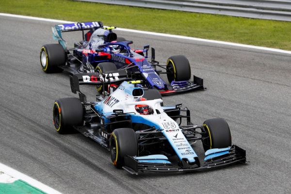 Robert Kubica, Williams FW42 and Pierre Gasly, Toro Rosso STR14 battle