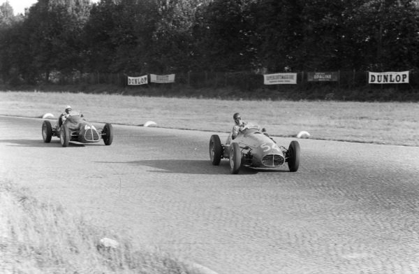 "Onofre Marimón, Maserati A6GCM-53 leads ""B Bira"", Maserati A6GCM-53."