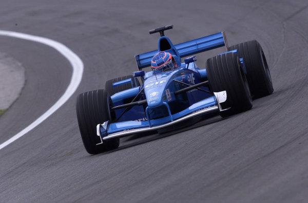 2001 American Grand Prix - QualifyingIndianapolis, United States. 29th September 2001.Jenson Button, Benetton Renault B201, action.World Copyright: Steve Etherington/LAT Photographicref: 18mb Digital Image