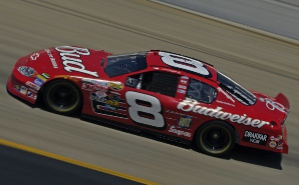 03/26/04 NASCAR Nextel Cup Series.Round 6 of 36. Food City 500. Dale Earnhardt Jr at speed. Bristol, Tennessee, USA.