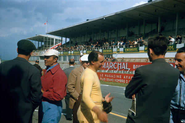 Reims, France. 30th June - 1st July 1956 Ken Wharton (Maserati 300S), retired, talking in the pit lane before the race, portrait. World Copyright: LAT Photographic Ref:  56Sportscars02.