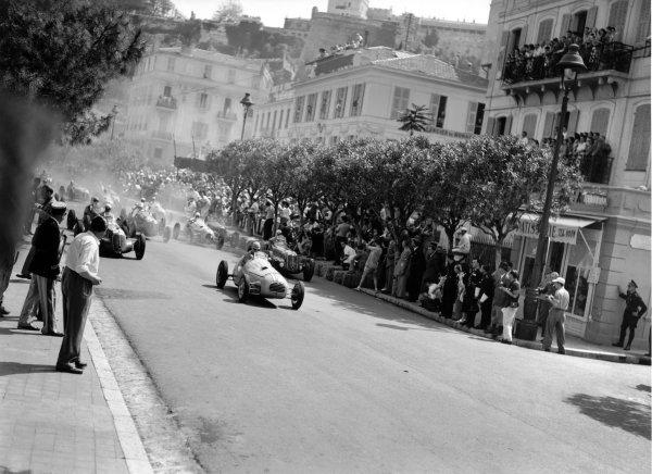 1948 Monaco Grand Prix.Monte Carlo, Monaco. 16th May 1948.Jean-Pierre Wimille (Simca-Gordini 11), retired, leads at the start, action.World Copyright: LAT Photographic.Ref: C21923.
