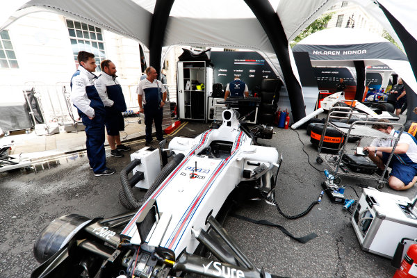 F1 Live London. London, United Kingdom. Wednesday 12 July 2017. The Williams team prepare for the London Formula 1 demonstration. World Copyright: Glenn Dunbar/LAT Images ref: Digital Image: _31I9128