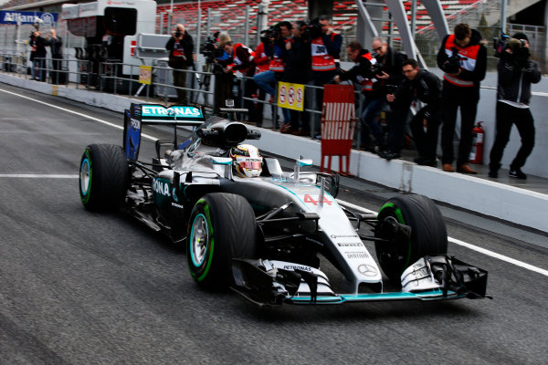Circuit de Catalunya, Barcelona, Spain Monday 22 February 2016. Lewis Hamilton, Mercedes F1 W07 Hybrid. World Copyright: Glenn Dunbar/LAT Photographic ref: Digital Image _W2Q0661