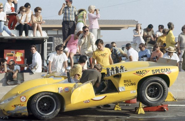 1968 Can-Am Challenge Cup.CanAm race. Riverside, California, United States (USA). 27 October 1968.Bill Young (Lola T70-Chevrolet) in the pits.World Copyright: LAT PhotographicRef: 35mm transparency 68CANAM15