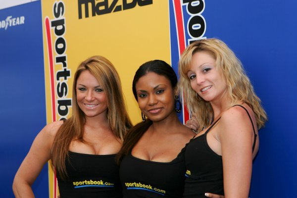 The Sportsbook.Com girls.American Le Mans Series, Rd2, Road Atlanta, USA, 17 April 2005.DIGITAL IMAGE