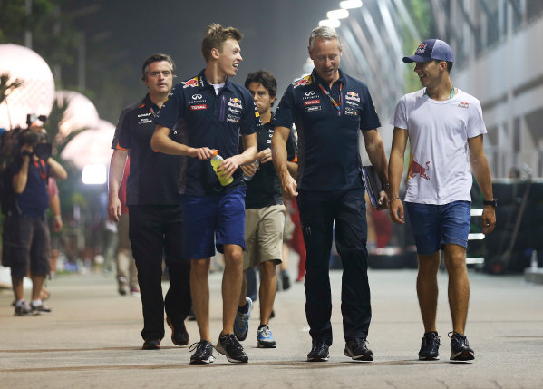 Marina Bay Circuit, Singapore. Friday 18 September 2015. Daniil Kvyat, Red Bull Racing, Jonathan Wheatley, Team Manager, Red Bull Racing and Pierre Gasly, Test Driver, Red Bull Racing.  World Copyright: Alastair Staley/LAT Photographic ref: Digital Image _R6T4684