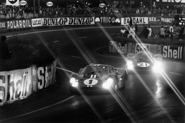 Le Mans, France. 10 - 11 June 1967.Dan Gurney/AJ Foyt (Ford GT40 Mk IV), 1st position, leads Ludovico Scarfiotti/Mike Parks (Ferrari 330 P4 Coupe), 2nd position, action. World Copyright: LAT Photographic.