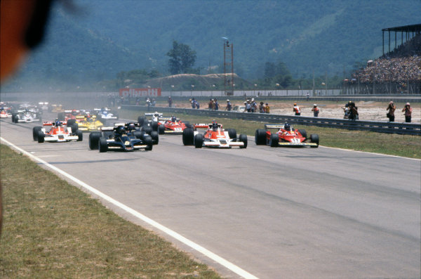 Jacarepagua, Rio de Janeiro, Brazil. 27-29 January 1978. Ronnie Peterson ( Lotus 78-Ford), leads James Hunt (McLaren M26-Ford) and Carlos Reutemann (Ferrari 312T2), at the start of the race, action.  World Copyright: LAT Photographic. Ref: 78BRA26