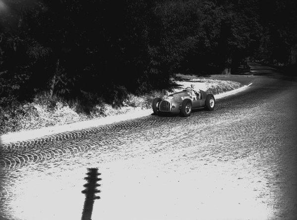 Bremgarten, Bern, Switzerland. 2-3 July 1949. Luigi Villoresi (Ferrari 125), 2nd position, action.  World Copyright: LAT Photographic. Ref:  Autocar Glass Plate C24778.