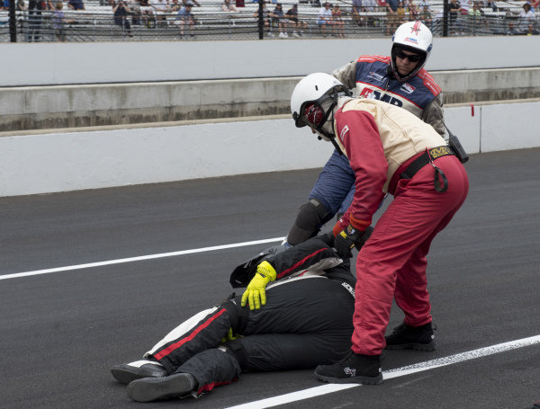Medical staff come to the aid of crewman injured when Jordan King, Rahal Letterman Lanigan Racing Honda, slid into his pit box and stuck a tire which hit the crewman