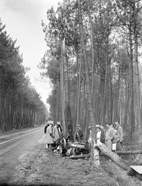 "The wreckage of Mme Odette Siko / ""Sabipa""'s Alfa Romeo 6C 1750."