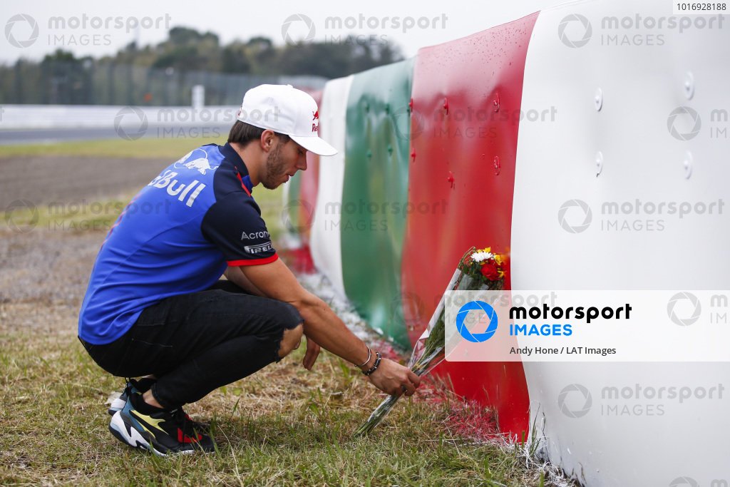 Pierre Gasly, Scuderia Toro Rosso, lays flowers in memory of Jules Bianchi