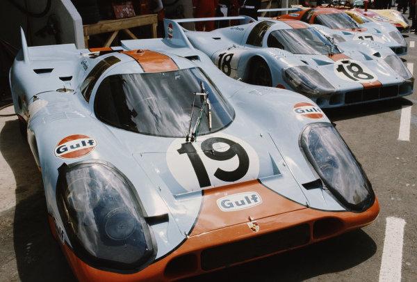 Richard Attwood / Herbert Müller, J. W. Automotive Engineering, Porsche 917K, in a line-up of Gulf-sponsored John Wyer Porsche cars.