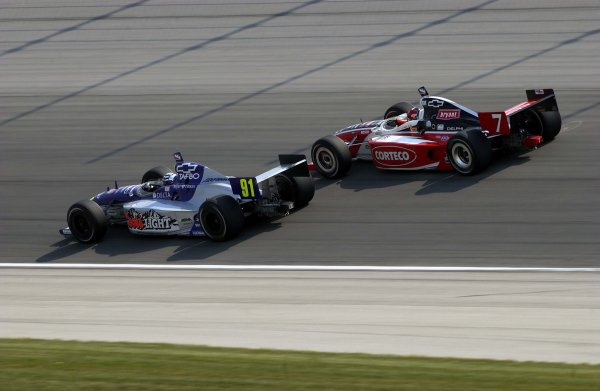 IRL Delphi Indy 300, Chicagoland Speedway, Joliet ,Illinois, USA 8 September, 2002 Buddy Lazier (91) and Al Unser,Jr. race to the front.Copyright-F Peirce Williams 2002 LAT Photographic
