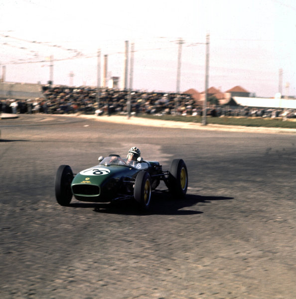 1960 Portuguese Grand Prix.Porto, Portugal.12-14 August 1960.Innes Ireland (Lotus 18 Climax) 6th position.Ref-3/0188.World Copyright - LAT Photographic