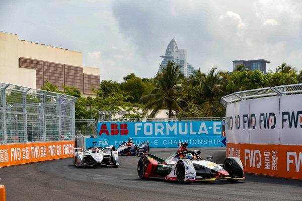 Lucas Di Grassi (BRA), Audi Sport ABT Schaeffler, Audi e-tron FE05, leads Edoardo Mortara (CHE) Venturi Formula E, Venturi VFE05, and Robin Frijns (NLD), Envision Virgin Racing, Audi e-tron FE05
