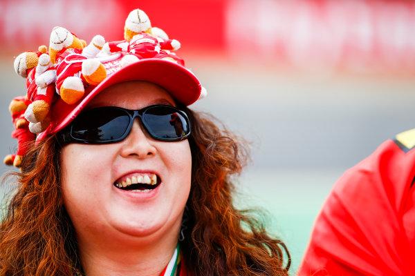 Suzuka Circuit, Japan. Thursday 05 October 2017. Fans. World Copyright: Andy Hone/LAT Images  ref: Digital Image _ONZ0661