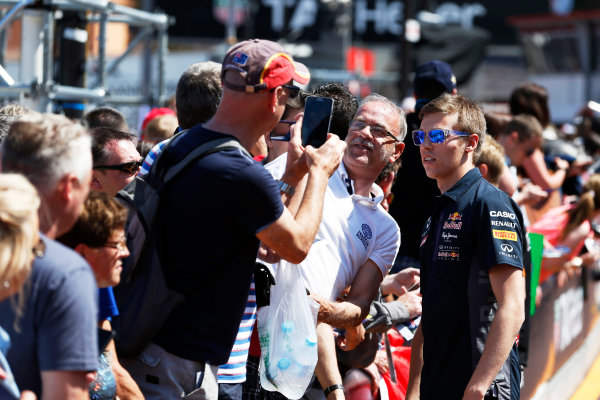 Monte Carlo, Monaco. Friday 22 May 2015. Daniil Kvyat, Red Bull Racing meets his fans. World Copyright: Charles Coates/LAT Photographic. ref: Digital Image _N7T4305