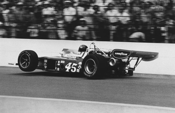 1975 Indianapolis 500. Indianapolis Motor Speedway, Indiana, USA. 25th May 1975. Gary Bettenhausen (Eagle Offy), retired, crashed into wall, action. World Copyright: LAT Photographic.