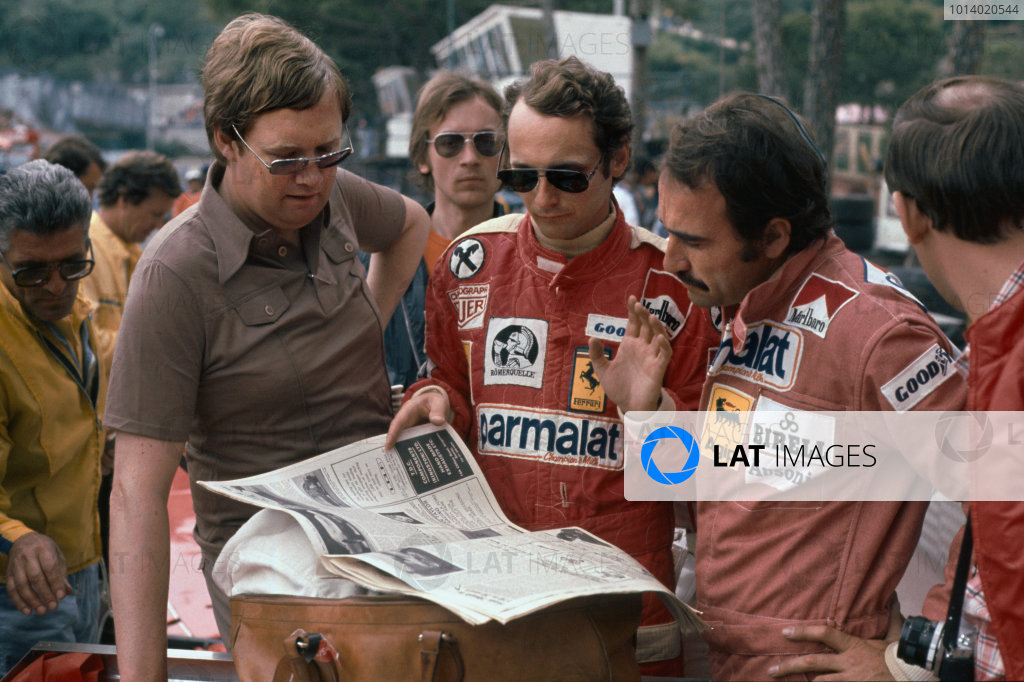 Monte Carlo, Monaco. 27th - 30th May 1976. Journalist Alan Henry with Ferrari drivers Niki Lauda and Clay Regazzoni and a copy of Motoring News, portrait.  World Copyright: LAT Photographic.  Ref:  76 MON 78.