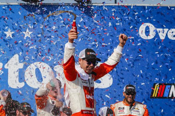 #42: Kyle Larson, Chip Ganassi Racing, Chevrolet Camaro ENEOS celebrates