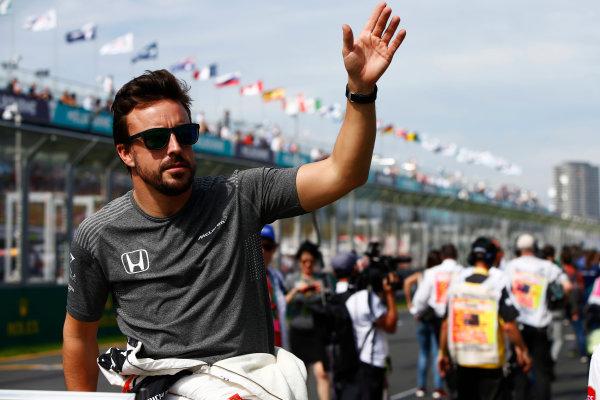 Albert Park, Melbourne, Australia. Sunday 26 March 2017. Fernando Alonso, McLaren, waves on the driver' parade. World Copyright: Andy Hone/LAT Images ref: Digital Image _ONZ1466