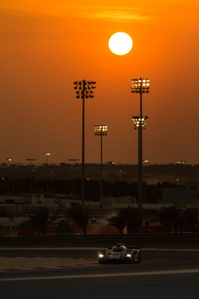 2015 FIA World Endurance Championship Bahrain 6-Hours Bahrain International Circuit, Bahrain Saturday 21 November 2015. Marcel F?ssler, Andr? Lotterer, Beno?t Tr?luyer (#7 LMP1 Audi Sport Team Joest Audi R18 e-tron quattro). World Copyright: Sam Bloxham/LAT Photographic ref: Digital Image _SBL5209