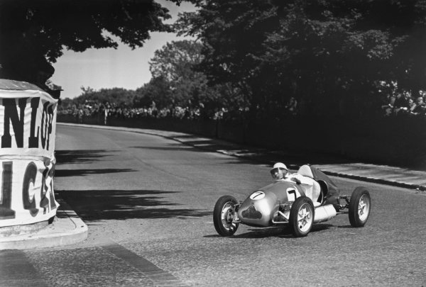 Douglas, Isle Of Man. 26th May 1949. Stirling Moss (Cooper-JAP 1000 MkIII), retired, action. World Copyright: LAT Photographic. Ref: 49/13 - 1-00