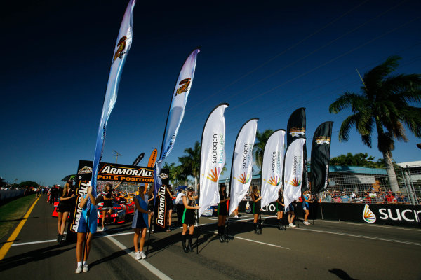 Townsville, Queensland, Australia.10th - 11th July 2010.Grid Girls. Atmosphere .World Copyright: Mark Horsburgh /LAT Photographicref: Digital Image Race_15_grid-EV09-10-4762