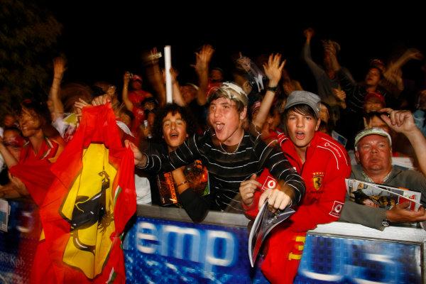 Albert Park, Melbourne, Australia29th March 2009.Ferrari fans. Atmosphere. World Copyright: Charles Coates/LAT Photographicref: Digital Image _26Y0940