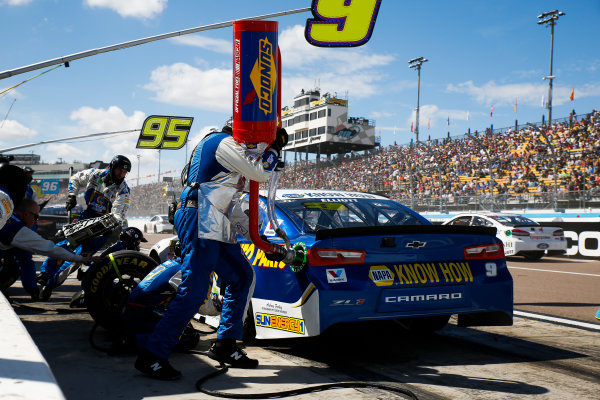Monster Energy NASCAR Cup Series TicketGuardian 500 ISM Raceway, Phoenix, AZ USA Sunday 11 March 2018 Chase Elliott, Hendrick Motorsports, Chevrolet Camaro NAPA Auto Parts pit stop World Copyright: Barry Cantrell NKP / LAT Images