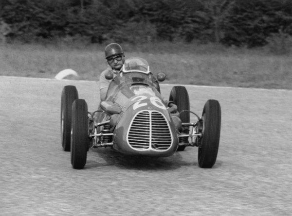 1952 Italian Grand Prix.Monza, Italy. 7 September 1952.Jose Froilan Gonzalez (Maserati A6GCM), 2nd position. Ref-52/48#4A.World Copyright - LAT Photographic