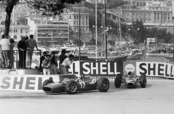 1966 Monaco Grand Prix.Monte Carlo, Monaco. 22 May 1966.John Surtees, Ferrari 312, retired, leads Jackie Stewart, BRM P261, 1st position, action.World Copyright: LAT PhotographicRef: Motor b&w print