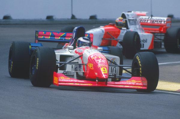 Adelaide, Australia. 10-12 November 1995. Gianni Morbidelli, Footwork FA16 Hart, 3rd position, leads Mark Blundell, McLaren MP4/10B Mercedes-Benz, 4th position, action. Ref-95 AUS 44 World Copyright - LAT Photographic