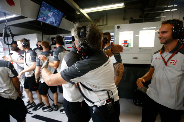 Suzuka Circuit, Japan. Saturday 8 October 2016. Haas F1 engineers celebrate a successful qualifying session. World Copyright: Andrew Hone/LAT Photographic ref: Digital Image _ONZ4670