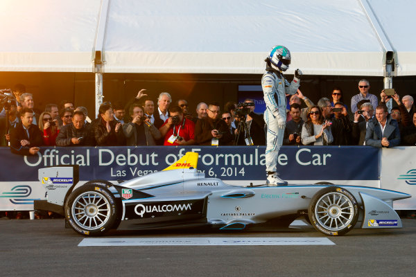 5-6 January, 2014, Las Vegas, Nevada USA Former F1 driver Lucas di Grassi waves to the crowd after doing a driving demonstration of the new Spark-Renault SRT_01E Formula E car ©2014, Lesley Ann Miller LAT Photo USA