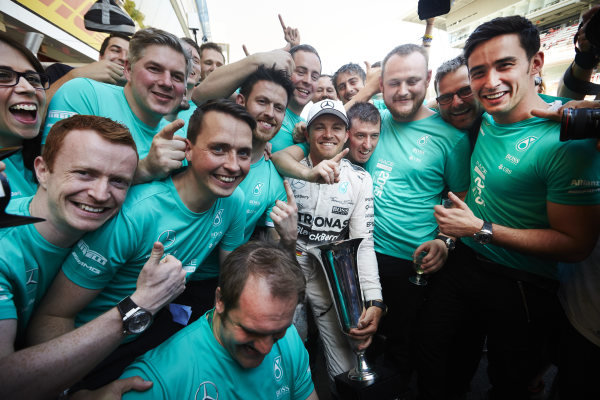 Circuit de Catalunya, Barcelona, Spain. Sunday 10 May 2015. Nico Rosberg, Mercedes AMG, 1st Position, celebrates with his team. World Copyright: Steve Etherington/LAT Photographic. ref: Digital Image SNE10393