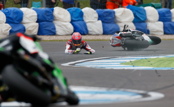 2015 World Superbike Championship.  Donington Park, UK.  23rd - 24th May 2015.  Michael van der Mark, Pata Honda, crashes at the Esses.  Ref: KW7_5905a. World copyright: Kevin Wood/LAT Photographic