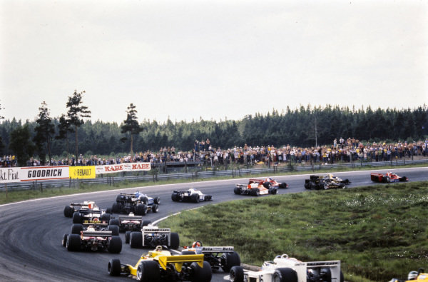John Watson, Brabham BT45B Alfa Romeo takes the lead at the start as the field chases.